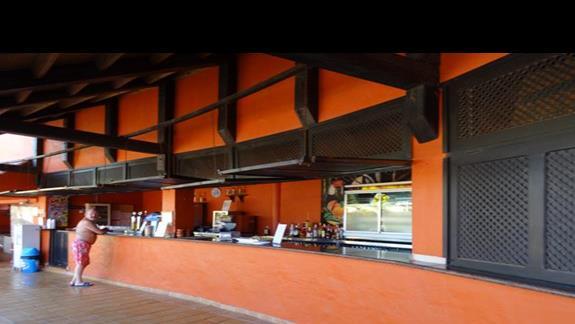 Bar przy basenie hotelu Aloe Club