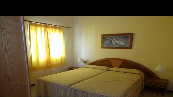 Sypialnia w pokoju Club Caleta Dorada