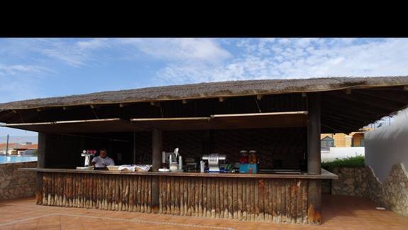 Bar przy basenie Club Caleta Dorada