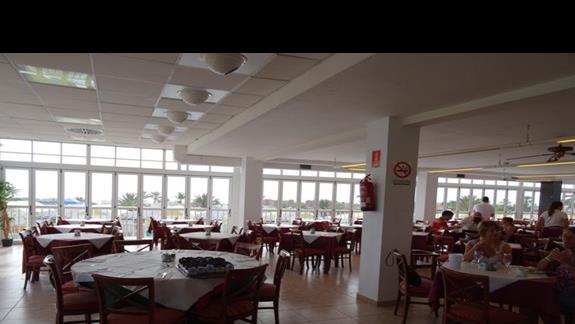 Restauracja główna w hotelu Club Caleta Dorada