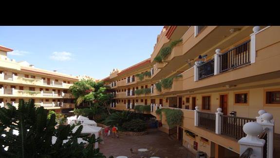 Widok na część wewnętrzą hotelu San Jorge Anigua