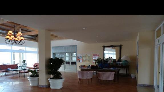Lobby w hotelu Royal Suite