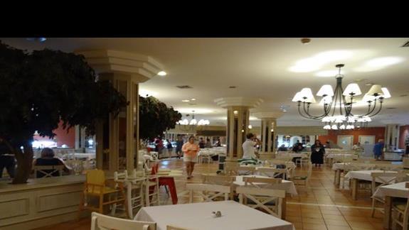 Restauracja główna wROyal Suite