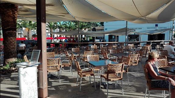 Zewnętrzny taras przy lobby barze