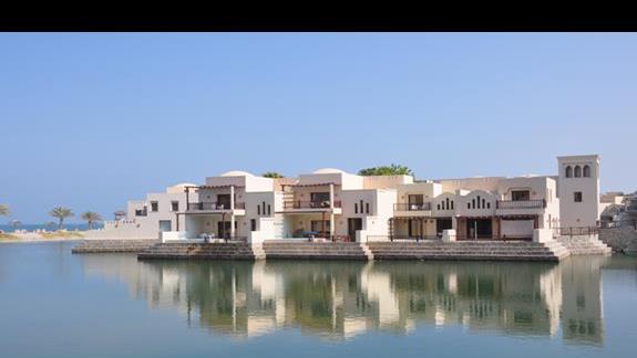 Wille z widokiem na jezioro The Cove Rotana Resort