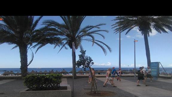 Wejście na plażę przez promenade, Hotel Troya