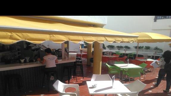 Bar przy basenie, Paraiso del Sol Apartments