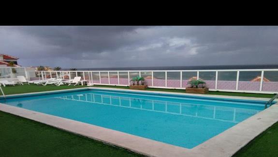 Basen, Hotel San Telmo