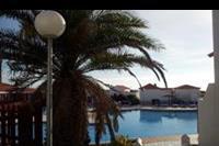 Hotel Castillo Beach Bungalows - Widok na domek od strony basenu.