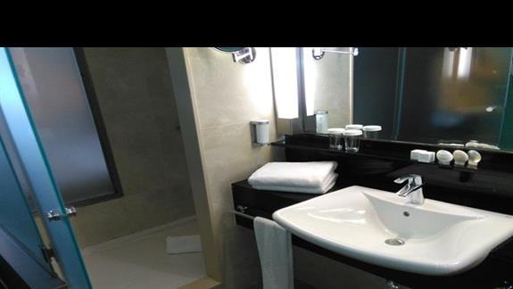 Łazienka w pokoju superior, Ifa Faro