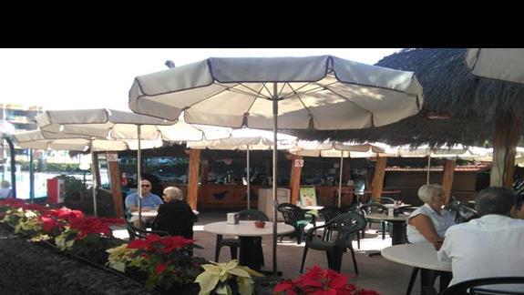 Pool bar, Beverly Park