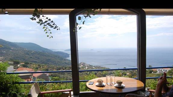Widok z kawiarni na morze