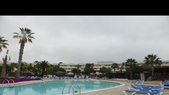 Basen w hotelu Los Zocos
