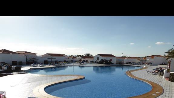 Basen w hotelu Castillo Beach Bungalows