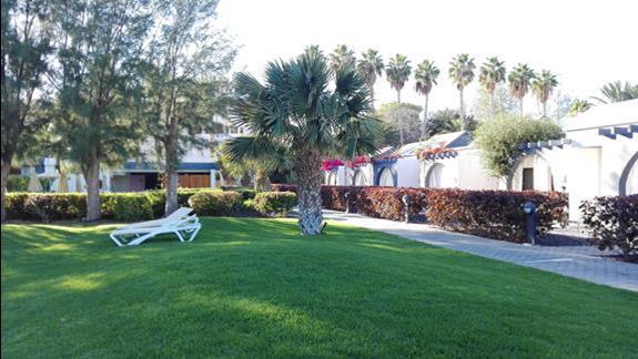 Ogród w hotelu Romantic Fantasia Suites