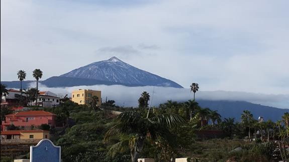 Widok na Teide z hotelowego tarasu.