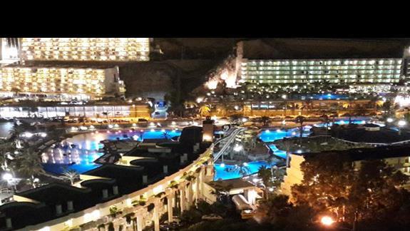 wieczorny widok z hotelu i okolicy