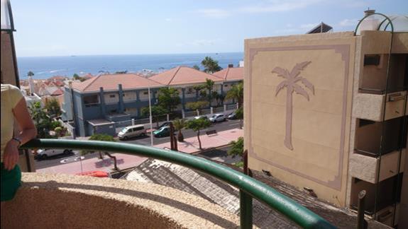 widok z klatki schodowej hotelu na ocean