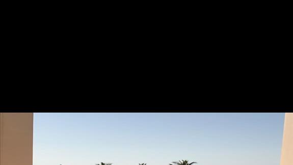 Widok z hotelu na plażę