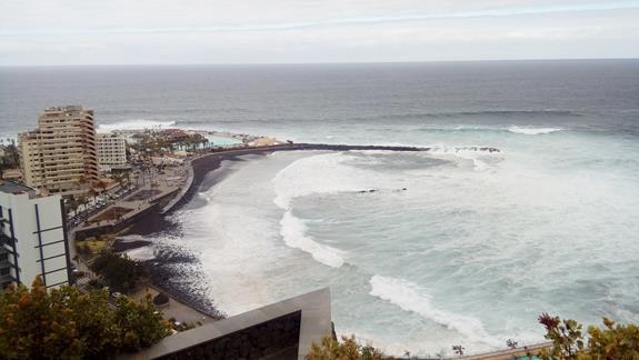 Widok z góry na hotel i wybrzeze