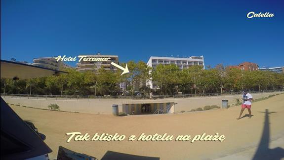Zdjecie obrazuje jak blisko hotelu jest plaza (szczególy w filmie - link w opisie)