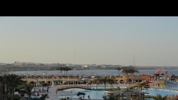El Malikia Resort Abu Dabbab - kompleks basenowy