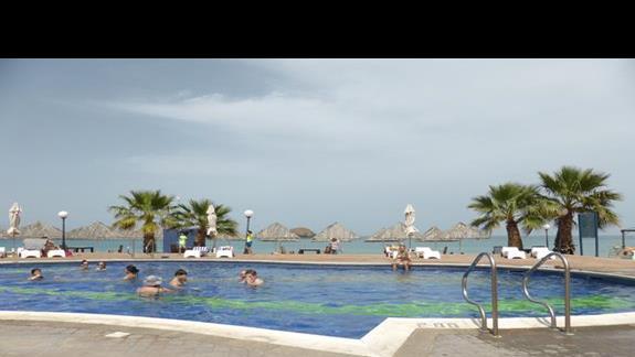 Basen w hotelu Royal Beach