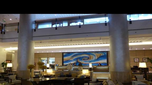 Lobby w hotelu Amwaj Rotana Jumeirah Beach