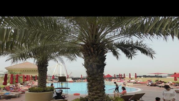 Basen w hotelu Amwaj Rotana Jumeirah Beach