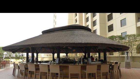Bar w hotelu Amwaj Rotana Jumeirah Beach