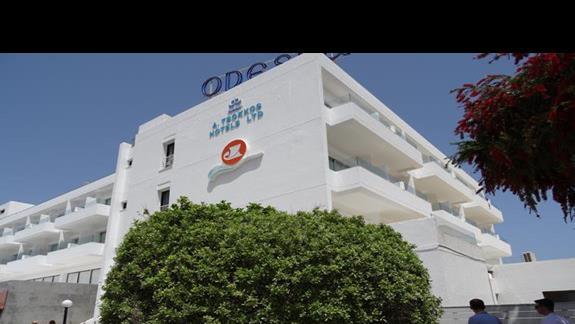 Wejscie do budynku glównego hotelu Odessa