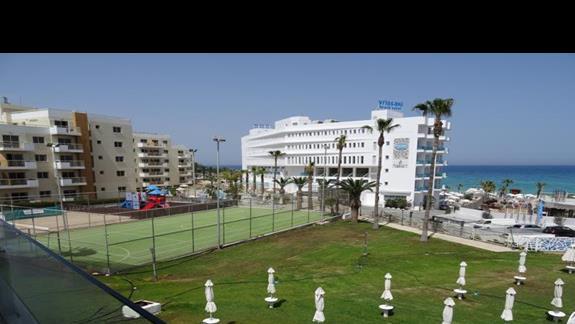 Ogród i boisko przy hotelu Odessa