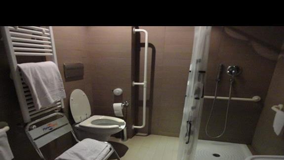 Capo Peloro - łazienka w pokoju dla niepełnosprawnych