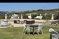 Hotel Il Parco Degli Ulivi - Il Parco Degli Ulivi - stolik przy basenie