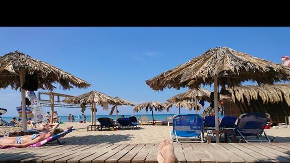plaża pod hotelem