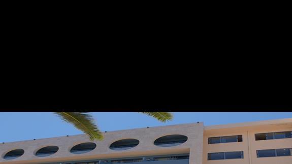 wejście do budynku hotelu Belvedere Royal