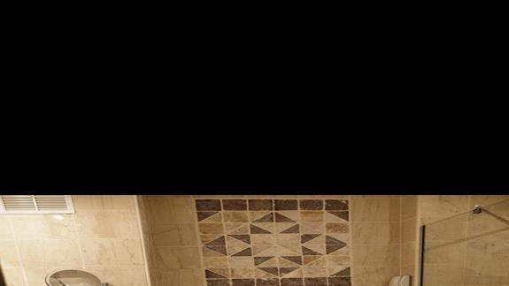 łazienka w pokoju po remoncie w hotelu Aldemar Cretan Village