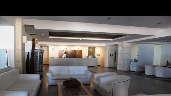 lobby w hotelu Semiramis Village