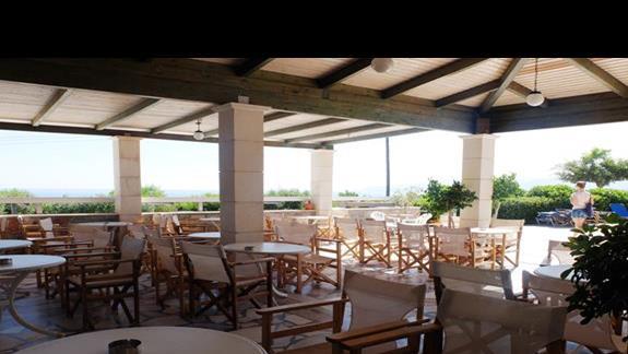 restauracja na tarasie w hotelu Semiramis Village