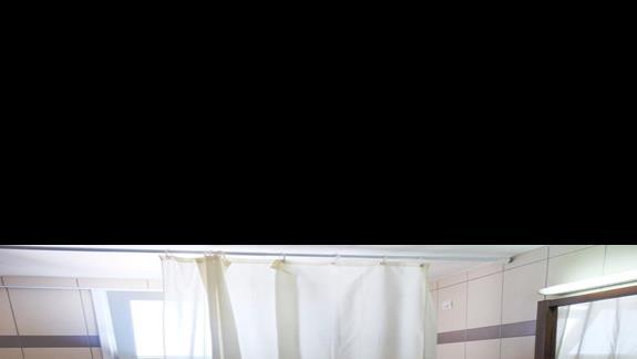 łazienka w pokoju standardowym w hotelu Semiramis Village