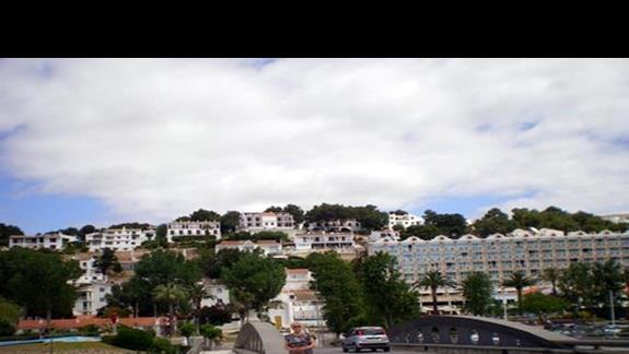 Cala Galdana widziana z mostu dojazdowqego