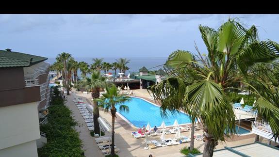 Basen w hotelu Galeri Resort