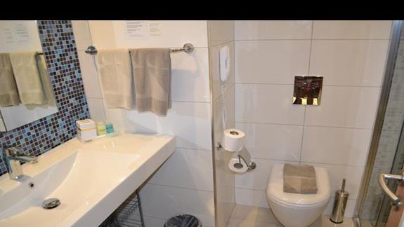 Łazienka w pokoju standardowym w hotelu Incekum West