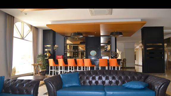 Jeden z barów w hotelu Jadore Deluxe