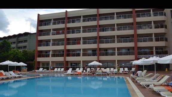 Basen w hotelu Elysium Side Bella