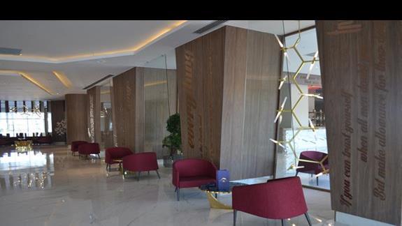 Lobby w hotelu Delphin Be Grand