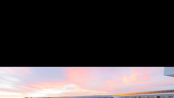 Widok z balkonu na hotel