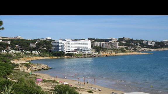 Widok na plażę i hotel