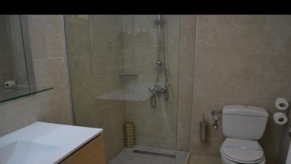 Łazienka w hotelu Rethymno Mare
