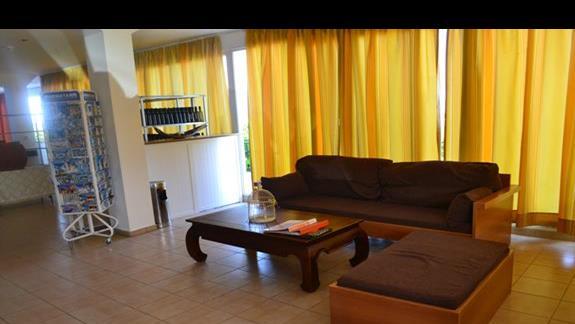 Lobby w hotelu Nicolas Villas